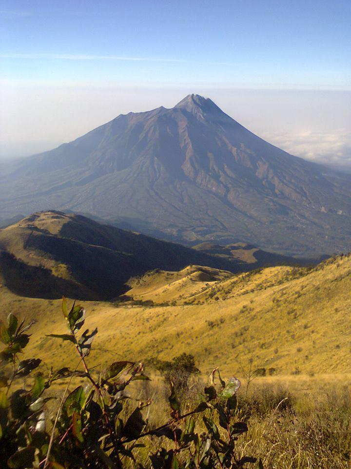 Pemandangan Gunung Merapi dari Puncak Kenteng Songo Gunung ...