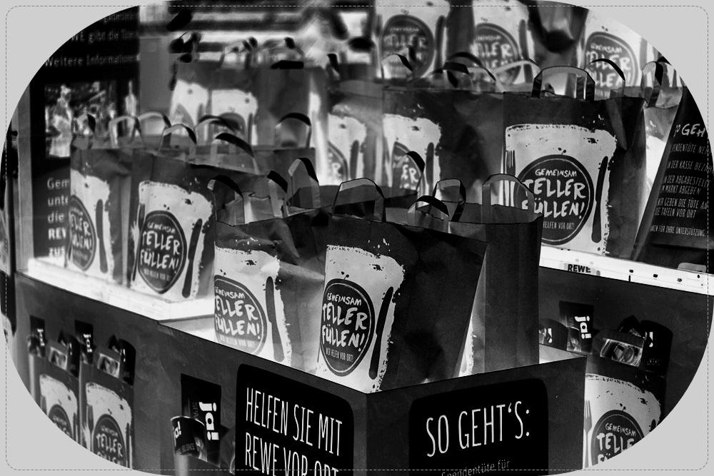 Kitschige Weihnachtsbeleuchtung.Rewe Spendenaktion Gemeinsam Teller Füllen Ein Schlechter Witz