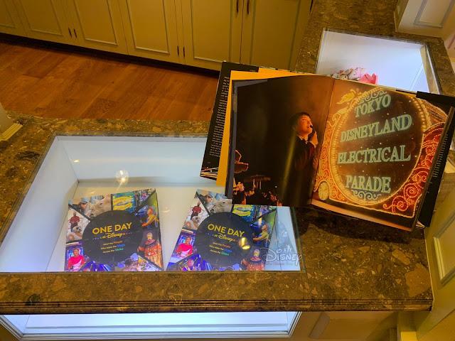 《One Day at Disney》書籍 在 香港迪士尼樂園 發售, HKDL, Hong Kong Disneyland