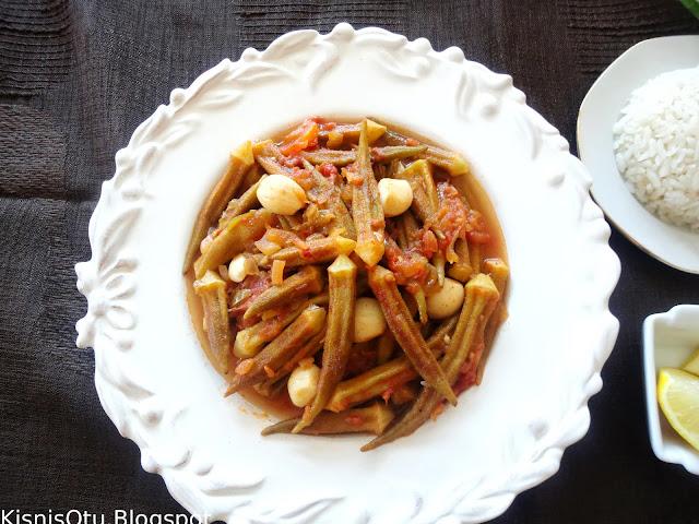 Zeytinyağlı bamya yemeği, tarifi, nefis, lezzetli, sebze, sağlıklı, glütensiz, vejetaryen, kişniş otu
