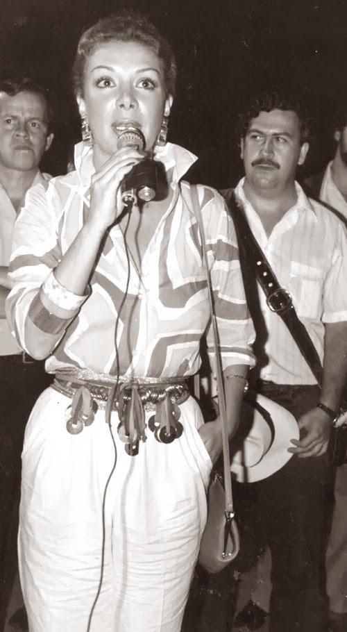 Virginia Vallejo y Pablo Escobar en 1982