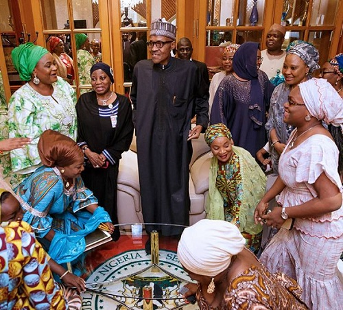 Photos of President Buhari's Reception By VP Osinbajo, Wife, Top Govt. Officials In Aso Rock