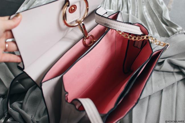 日本人ファッションブロガー,MizuhoK,Newin-シルバープリーツミディスカート,グレージュとマルチカラーのチェーン付きバッグ from YOSHOP