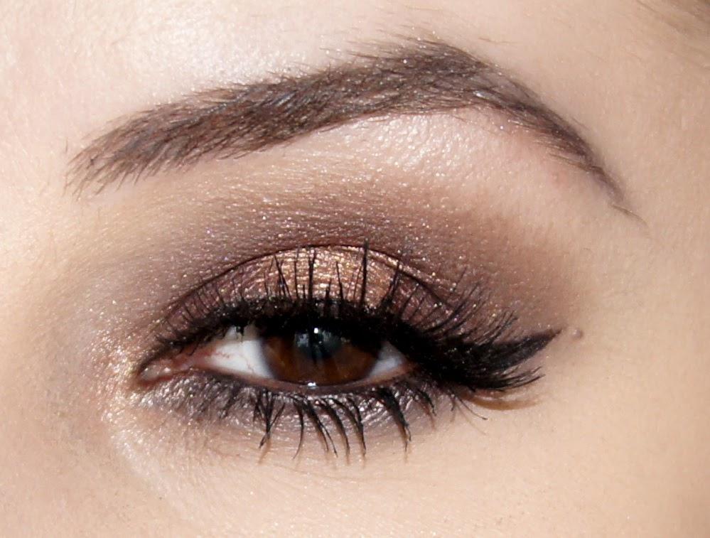 Makijaż Czekoladowy Brąz I Stare Złoto Eveline Quattro Eyeshadow