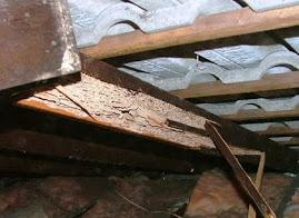 perbandingan harga baja ringan vs kayu berat peredam panas atap aluminium