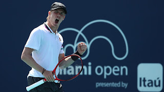 Shapovalov Survives Tsitsipas In Miami