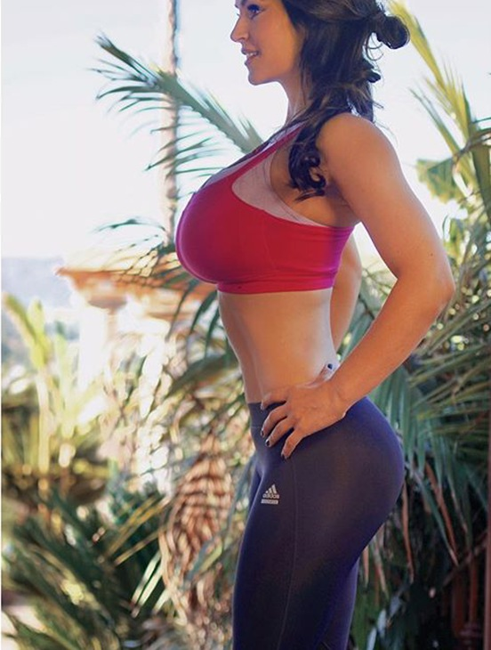 Fitness girl Denise Milani