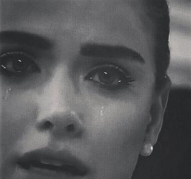 صور بنات تبكي