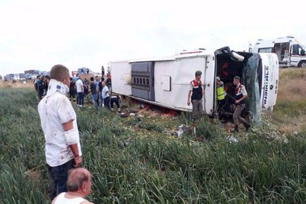 Τραγωδία με ανατροπή λεωφορείου στην Τουρκία