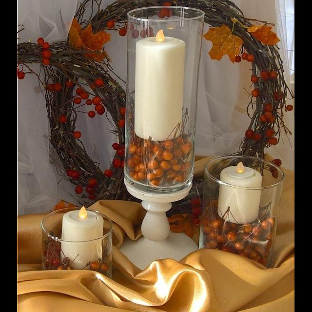 Декоративные лампадки в виде свечей, тканевая драпировка, флористические элементы