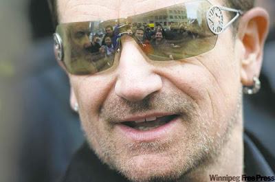 Bono y los fans de Winnipeg en Mayo de 2011