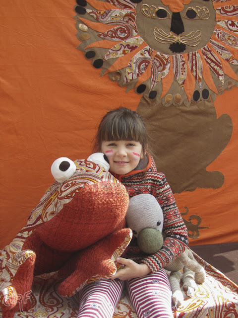 little girl with frog