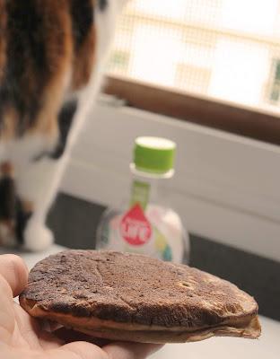 pancake fluffy moelleux sain healthy sans oeuf vegan vegetarien  sirop agave sunny life chat
