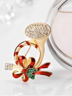 https://www.zaful.com/rhinestone-tassel-christmas-santa-brooch-p_374566.html?lkid=11524030