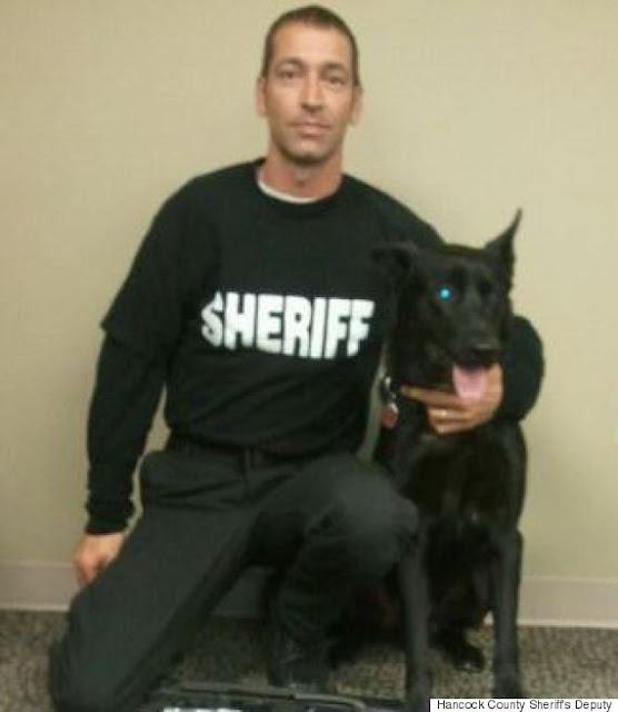 Oficial es emboscado por 3 asesinos, y su perro lo salva