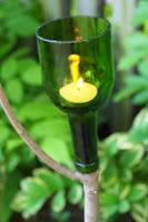 http://translate.google.es/translate?hl=es&sl=en&tl=es&u=http%3A%2F%2Fmarkkintzel.com%2Ftag%2Fwine-bottle-crafts%2F