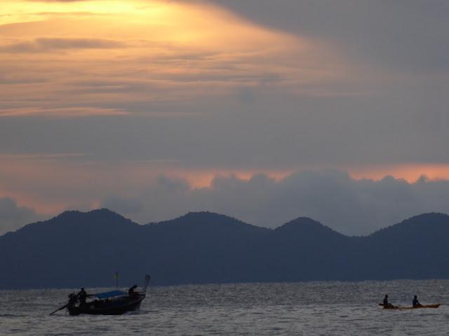 Puesta de sol en la playa de Phra Nang en la península del mismo nombre.