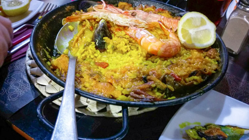 Leckere Paella in einer Tapas Bar in Granada
