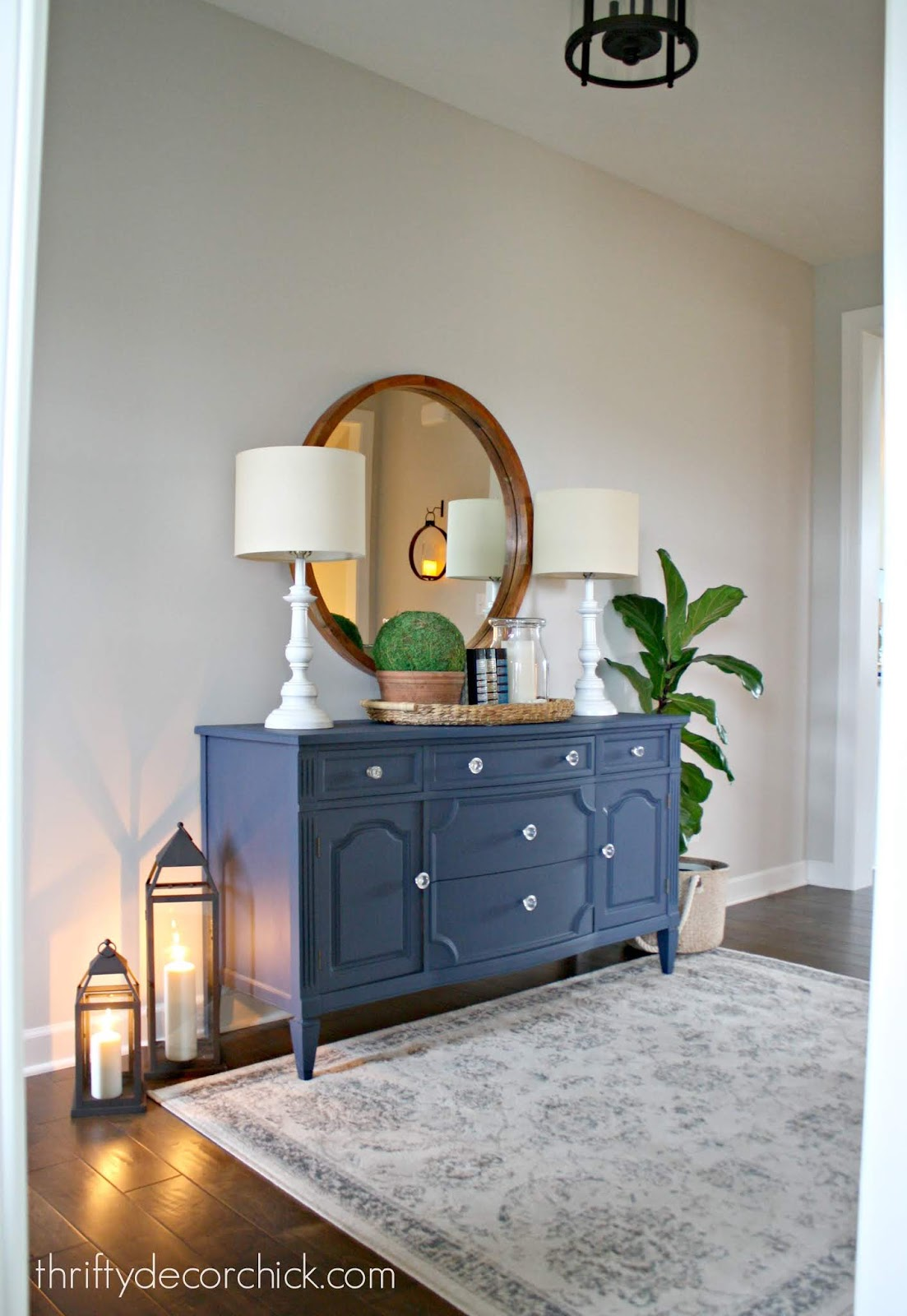 Dresser in foyer with lamps