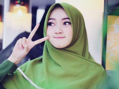 Biodata Yasmin Nadiyah Si Selebgram Cantik Behijab Idola Generasi Milenial dan Z