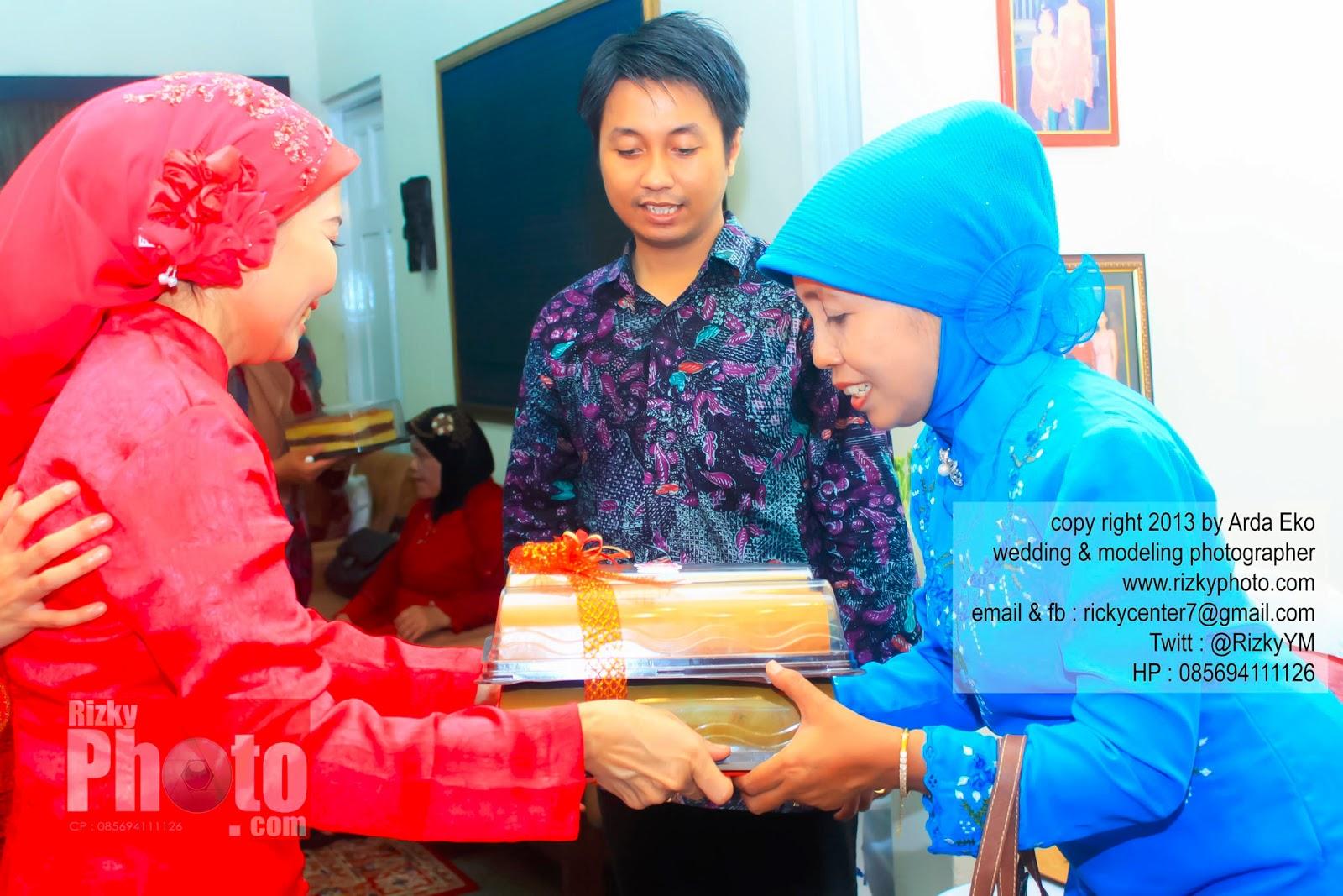 Lihat Fotografer Surabaya Prewedding Dokumentasi Wedding: Rizky Yuniar Mauludi - Wedding Photographer