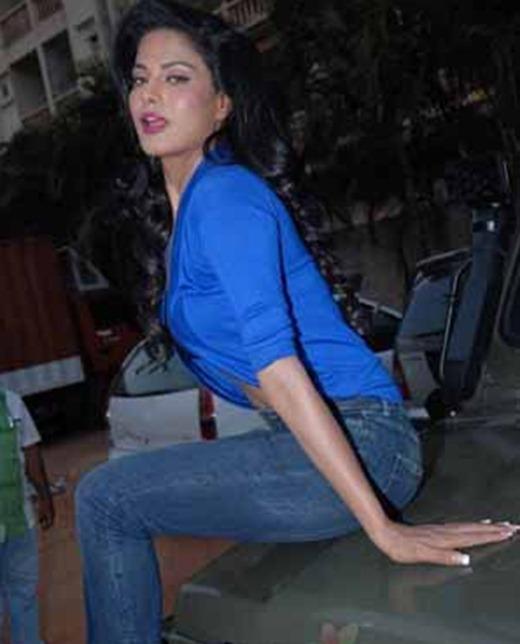 "Top Celebrity World: Veena Malik's ""sexy"" And ""stylish"