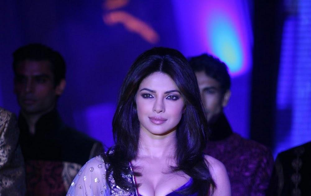 Bollywood Girls...: Priyanka Chopra Navel Boobs Open