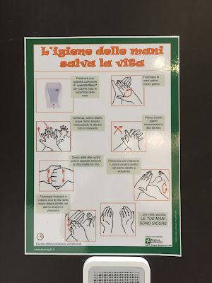 Papa Giovanni XXIII signs instructing on how to clean your hands.