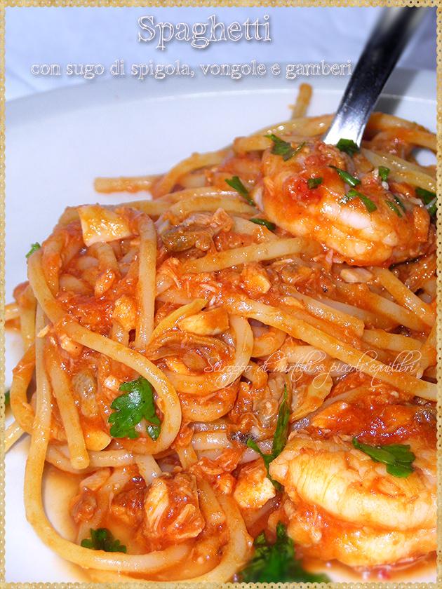 Spaghetti con sugo di spigola, vongole e gamberi