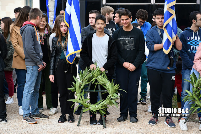 Οι μαθητές και οι μαθήτριες του Ναυπλίου τίμησαν τον Στάικο Σταϊκόπουλο (βίντεο)