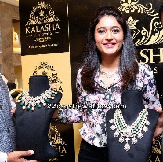 Poonam Bajwa Showcaing Diamond Sets