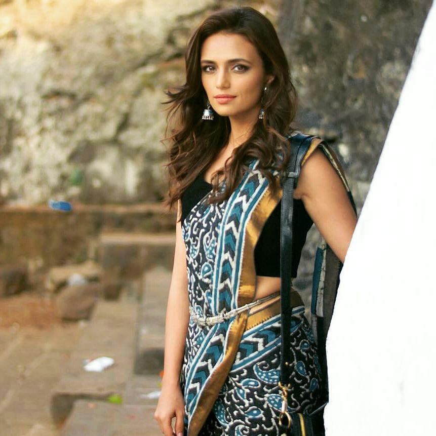 Bollywood Actress Hot Photos In Saree Hd Wallpapers-1198