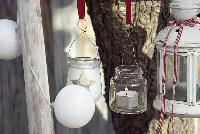 Traditionelle Weihnachtsdeko in Rot und Weiß selbermachen