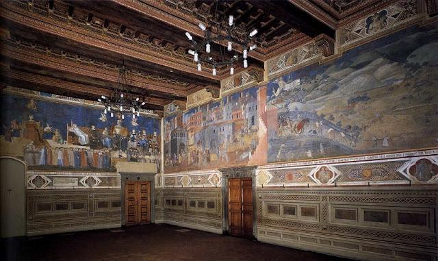 Interior do Civic Museum em Siena