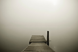 ceata de peste un lac - poza de Matt Benson - unsplash.com