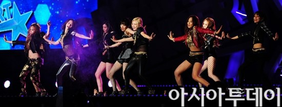 Girls' Generation and their photos from their performances at the '2013 Dream Concert'