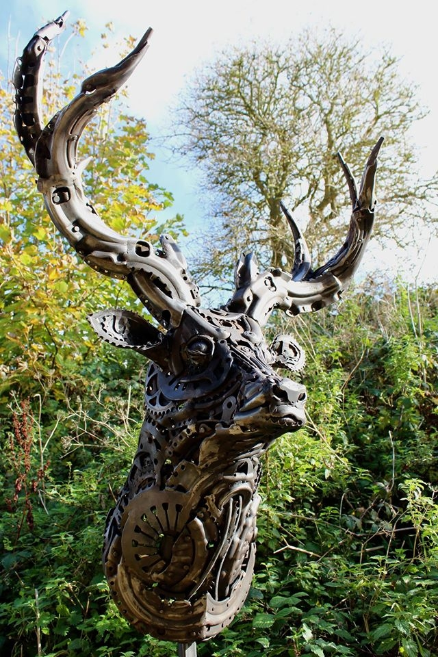 22-Stag-Alan-Williams-Animals-Sculptured-with-Recycled-and-Upcycled-Metal-www-designstack-co