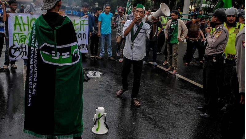 HMI saat melakukan demo anti Ahok di Cikini