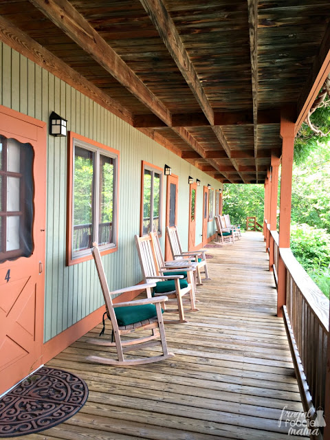 Each room is appointed with two wooden rocking chairs on the lodge deck perfect for marveling at the mountain sunsets, enjoying a book before the morning breakfast bell rings, or to take in the afternoon escapades at the pool below.