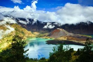 keindahan Gunung Rinjani dan Misterinya.