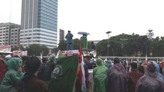 Orator Aksi 212 Mulai Memprovokasi dan Mengancam Jokowi Jika Tidak Berani Copot Ahok
