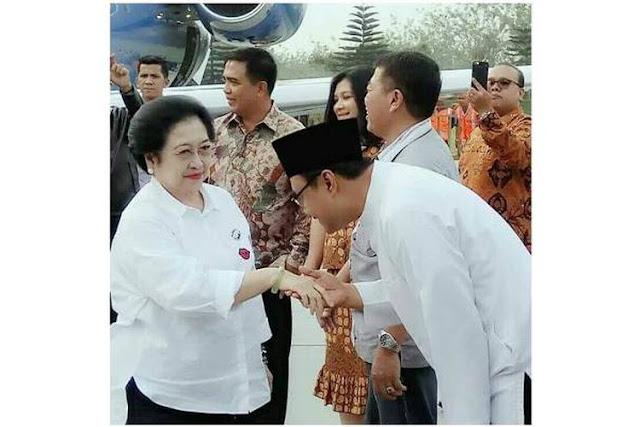 Ini Alasan Mengharukan Gus Ipul Mencium Tangan Megawati