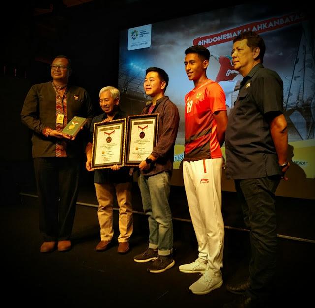 """Dukungan Combiphar-OBH Combi dalam kampanye #IndonesiaKalahkanBatas saat Asian Games 2018 meraih sukses, keberhasilannya ini dibuktikan dengan memecahkan 2 rekor MURI sekaligus yakni """"Dukungan secara daring oleh warganet terbanyak"""" dan Game online pemain terbanyak"""" untuk mendukung atlet-atlet Indonesia di Asian Games 2018."""