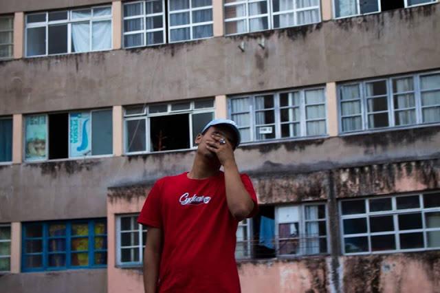 """O recifense JVCA de 19 anos lança a mixtape """"Muita Luz"""""""