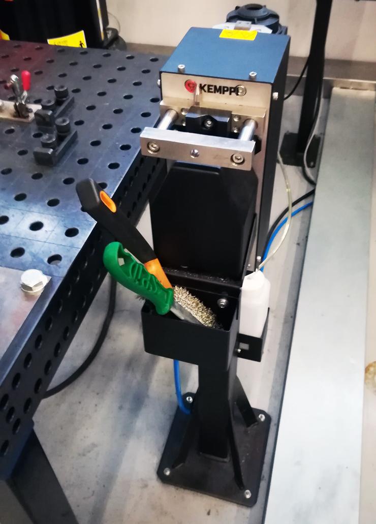 Автоматическая система для подрезки проволоки и очистки мундштука сварочной горелки