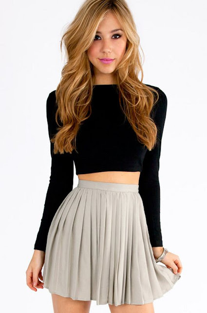 Black-crop-top-with-grey-short-skirt