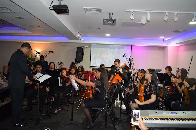 Participación musical parte de los integrantes de la Academia Patricia Logroño