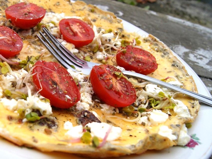 Grecki omlet z fetą i pomidorami