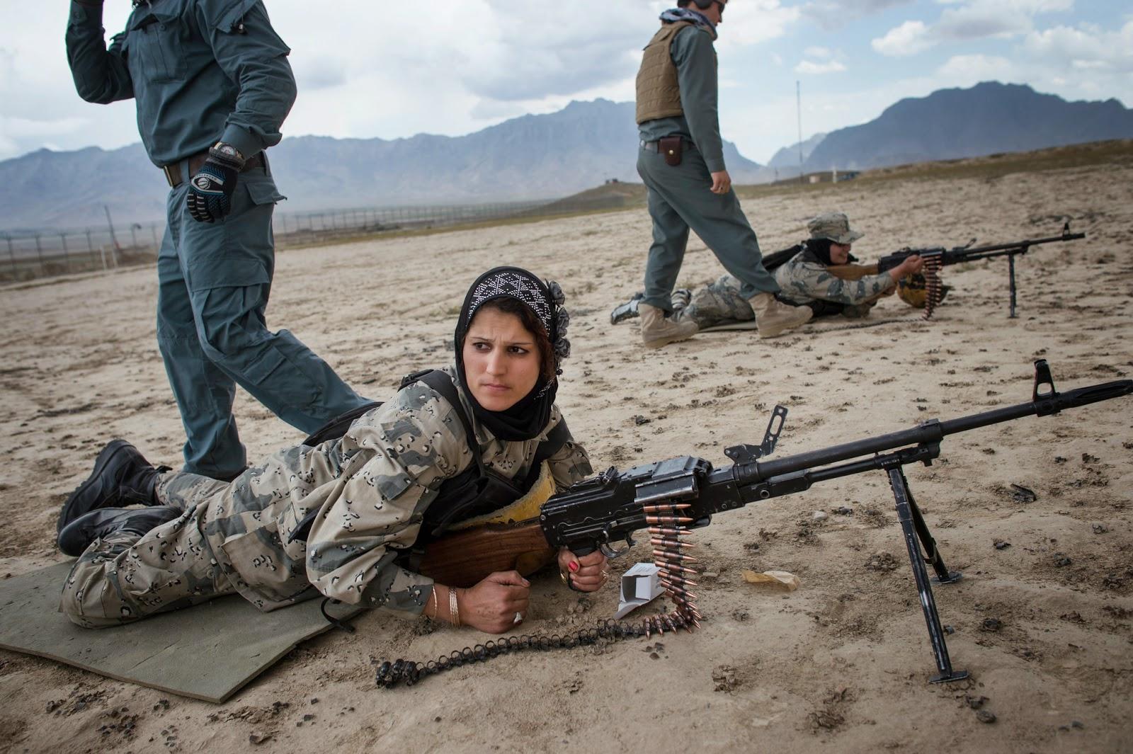Mulheres na policía afegã lutam contra Cultura