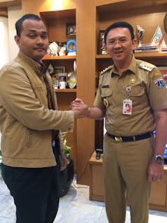 Jabat tangan dengan pak Basuki Tjahaja Purnama (Ahok) di kantor gubernur DKI Jakarta 17 April 2017
